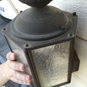 Replacing the bulb in your outdoor garage lights - Simple DIY Tutorial | The Skillful Daughter